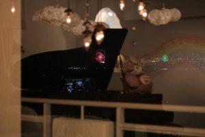 ピアノに花火1